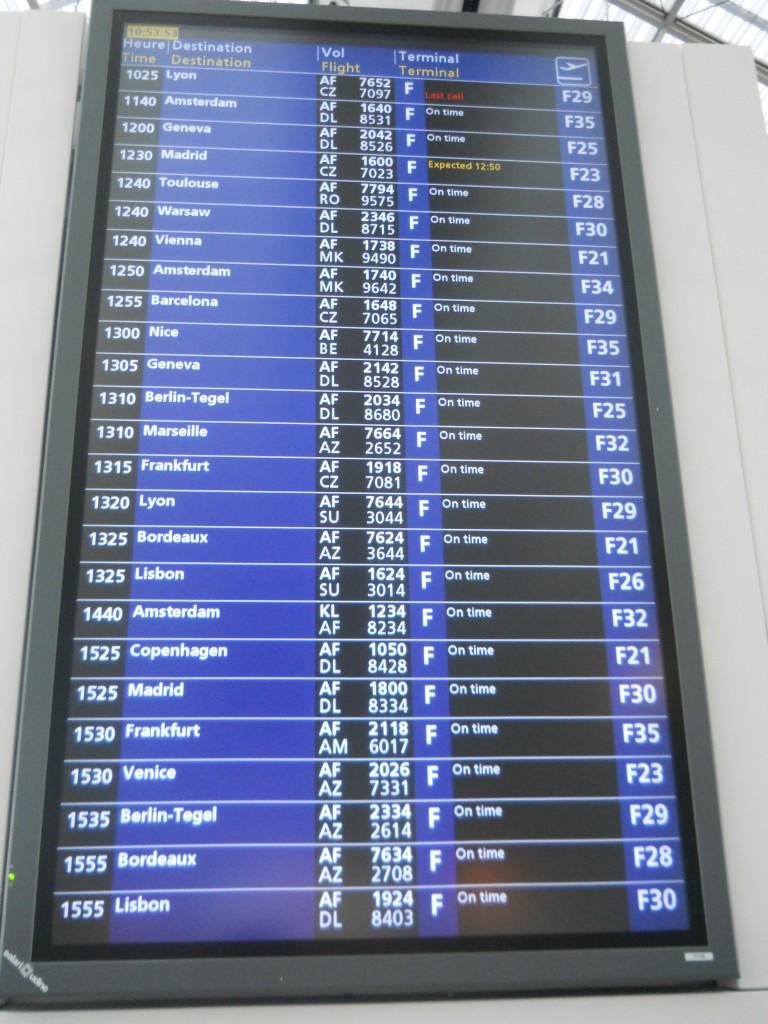 Flight_schedule_information,_Charles_de_Gaulle_Airport