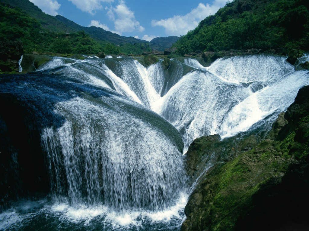 Yangtze_River_Waterfalls_(China)