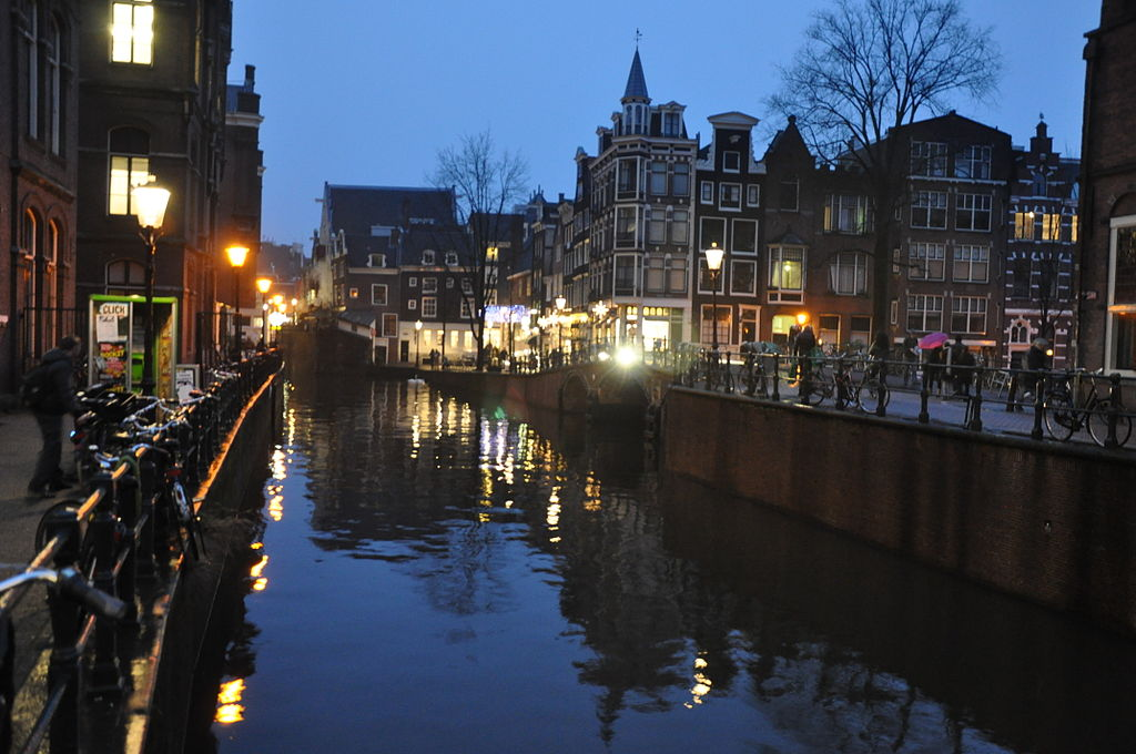 Canal_amsterdam