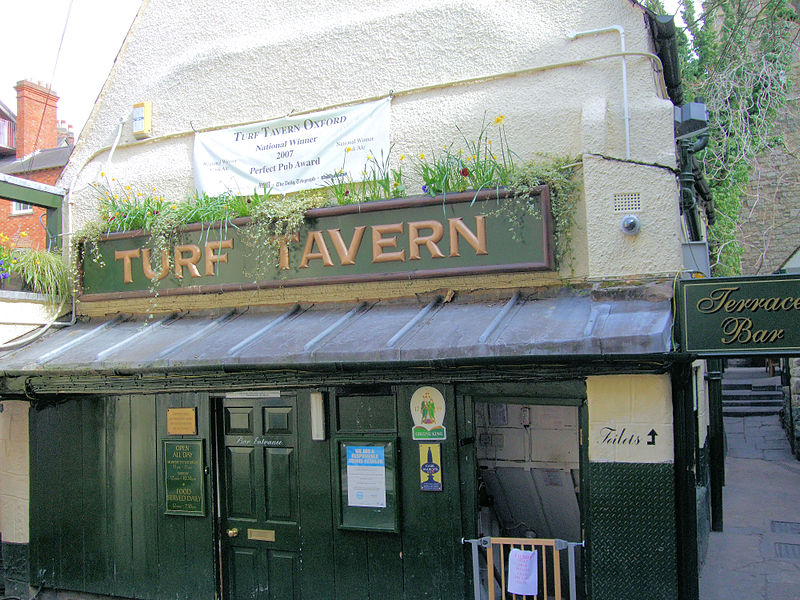 Turf_Tavern_Entrance_in_Oxford,_England