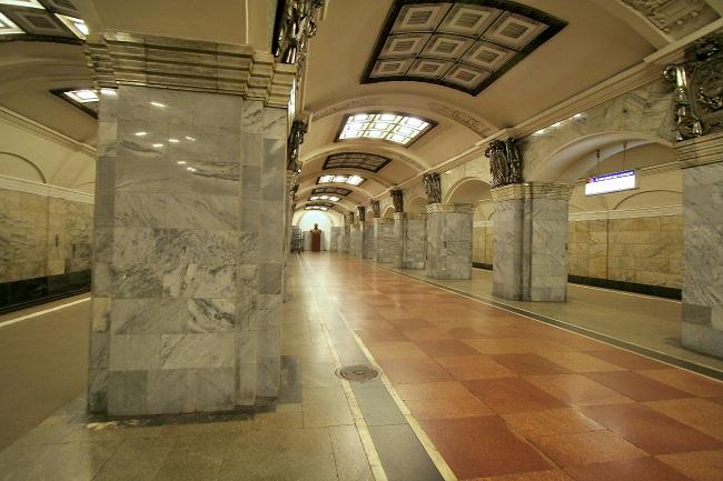 Vosstaniya Metro station