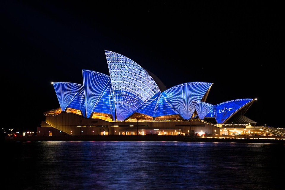 places to visit in sydney-opera house