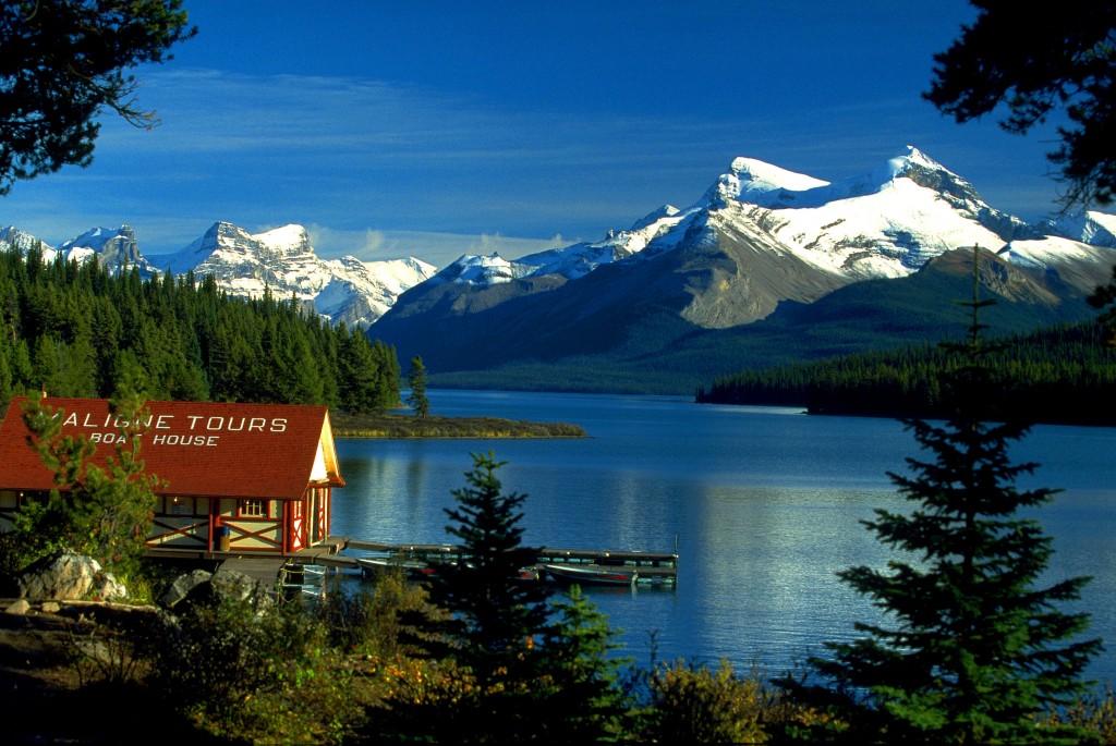 Canada Boat House am Maligne Lake, Jasper NP, Alberta, CA