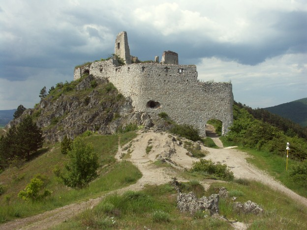 Slovakia Cachtice hrad 2